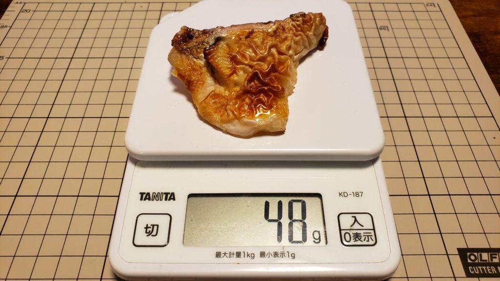 セブンイレブン【鮭の塩焼(カマ&切り身)】重量は