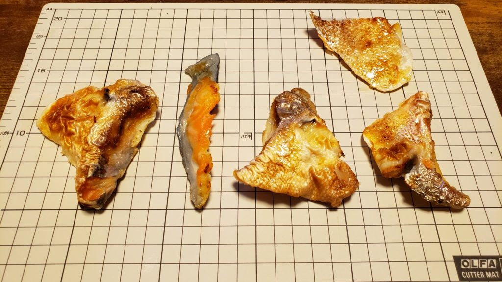 セブンイレブン【鮭の塩焼(カマ&切り身)】中身