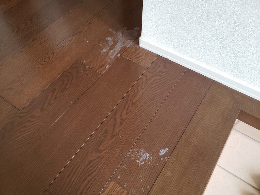 変色した床2